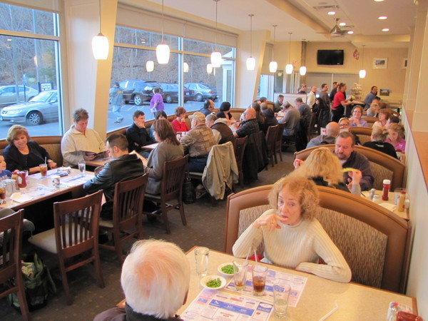 Branford Townhouse Restaurant Packed